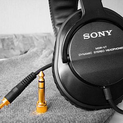 Подростки, постоянно слушающие музыку, страдают от депрессии в 8,3 раза чаще остальных