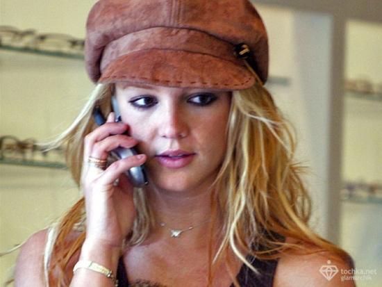 Бритни Спирс запрещено иметь мобильный телефон