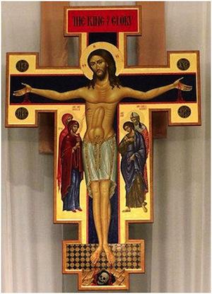 На романском распятии Сан Дамино на животе Иисуса изображён фаллос