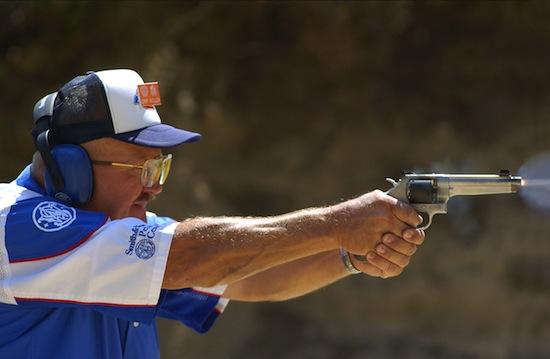 Самый быстрый стрелок может выстрелить из револьвера 5 раз за полсекунды
