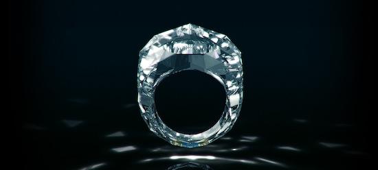 Самое дорогое бриллиантовое кольцо в мире целиком сделано из бриллианта
