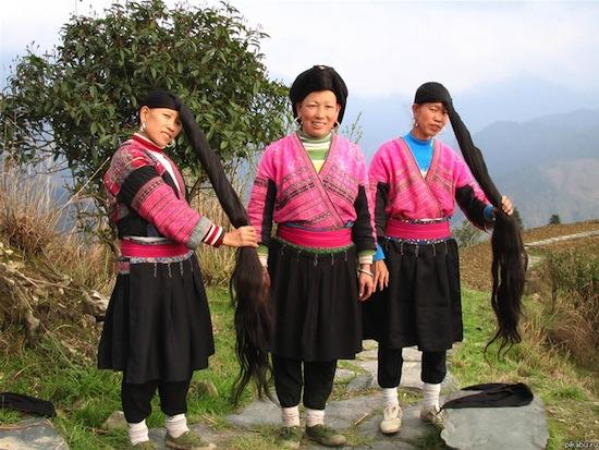 В Китае есть «деревня с самыми длинными волосами в мире»