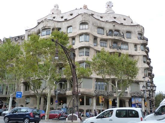 Барселона глазами Фактрума: 10 фактов о Доме Мила (А. Гауди)