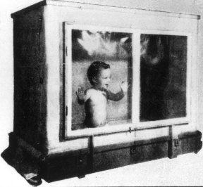 В середине 20-го века психолог Б. Скиннер предлагал людям выращивать детей в специальных коробках