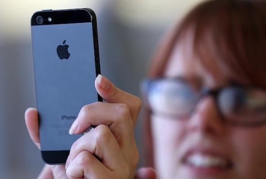 Подростки, у которых есть смартфоны, чаще занимаются сексом