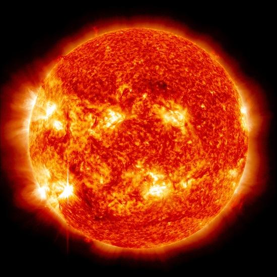Земля медленно «падает» на Солнце