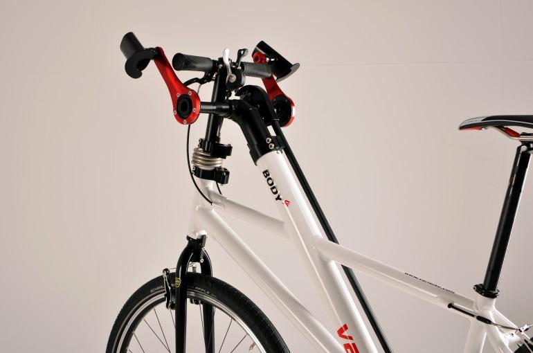У этого велосипеда педали можно крутить и руками, и ногами