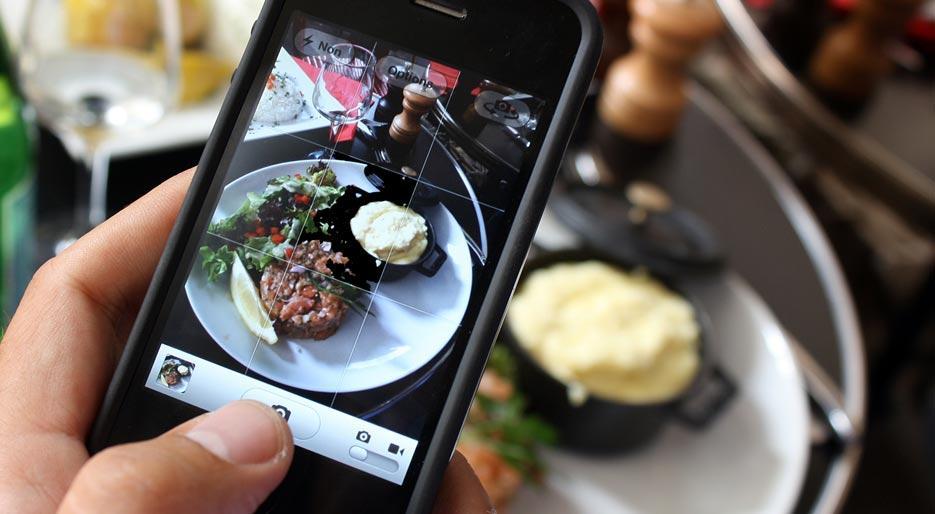 Фотографии чужой еды в Инстаграме портят аппетит
