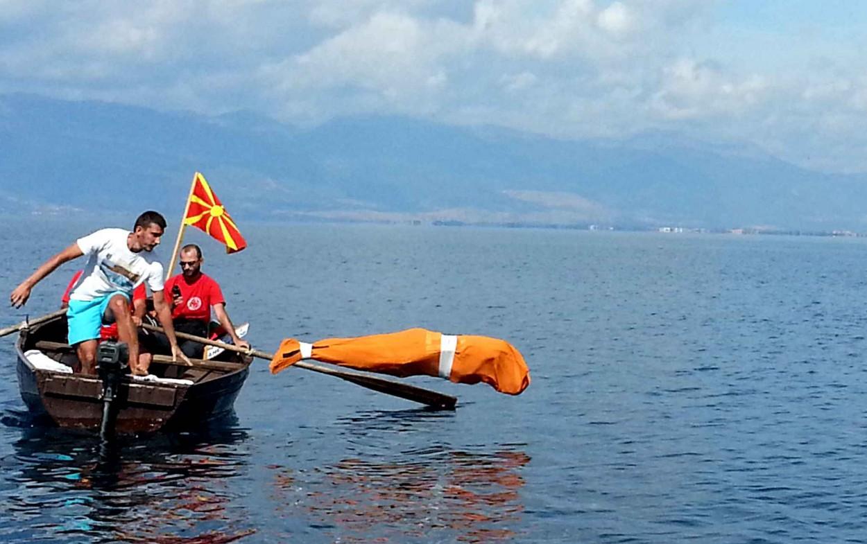 Болгарец проплыл 2 км связанным и в мешке