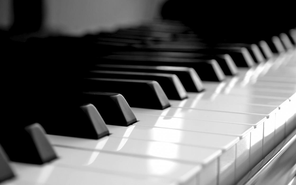 Люди, которые в детстве учились музыке, всю жизнь лучше распознают звуки