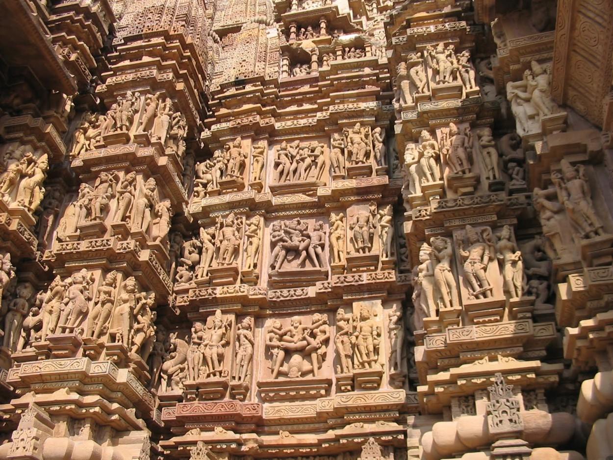 В Индии есть храмы с сексуальными скульптурами