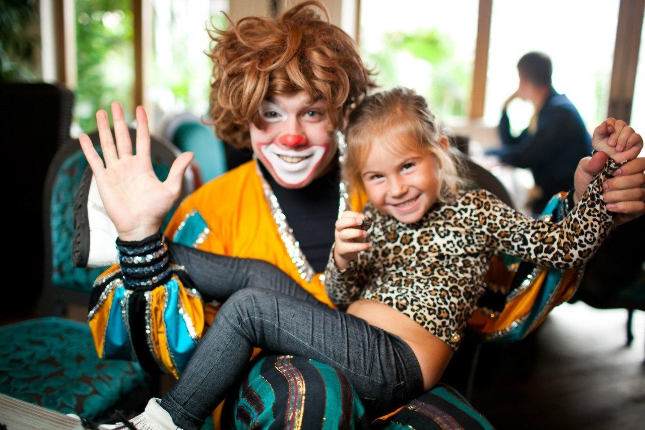 Аниматоры в детский сад Спокойная улица (деревня Ожигово) детский праздник клоуны для детей