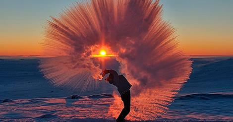 Вот что случится, если пролить горячий чай у полярного круга