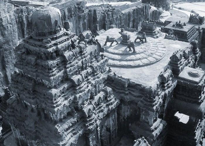 Этот уникальный пещерный храм строили полтора века, ионочень впечатляющий!