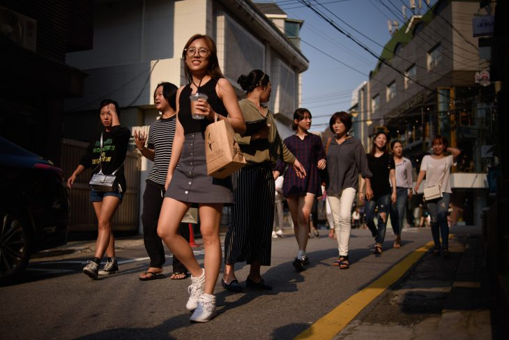Парень 2 недели получал фотографии от милой кореянки и умудрился не заметить ЭТО!