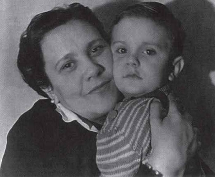 Наталья Кончаловская с сыном Никитой Михалковым.