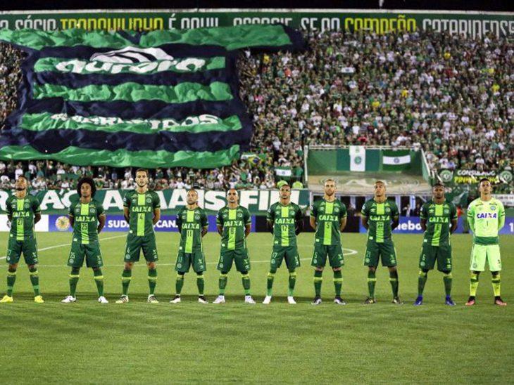 Рональдиньо будет бесплатно играть за команду «Шапекоэнсе», потерявшую большинство игроков в авиакатастрофе