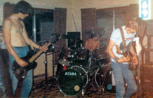 Кто этот ребёнок?! Как легендарные рок музыканты выглядели в начале пути