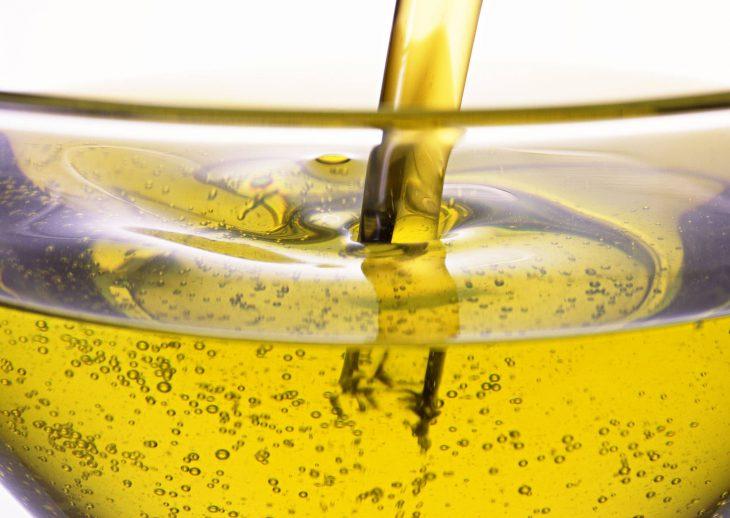10 способов превратить подсолнечное масло в лучшего помощника хозяйке!