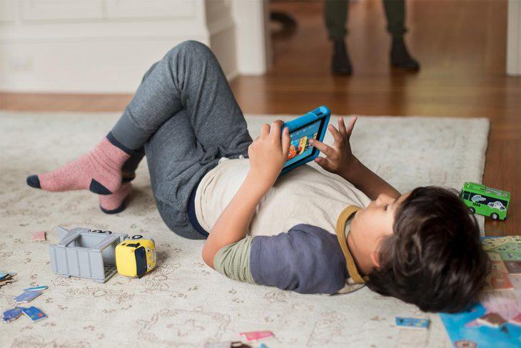 Находчивый папа придумал очень крутой способ мотивировать ребёнка читать