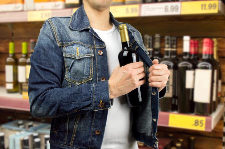 «Извините, неудержался»: история отом, как мужик магазин обворовал