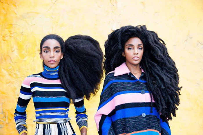 Близняшки прославились навесь мир своими потрясающими волосами