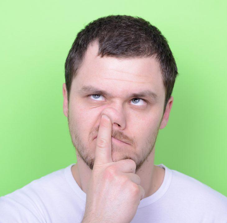 Почему люди ковыряются в носу