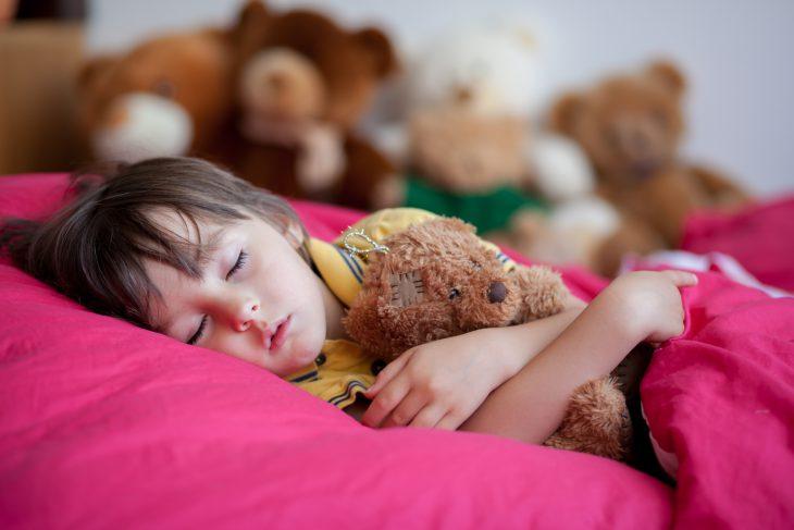 Как мы с мамой придумали оригинальный способ заставить младшего братика лечь спать