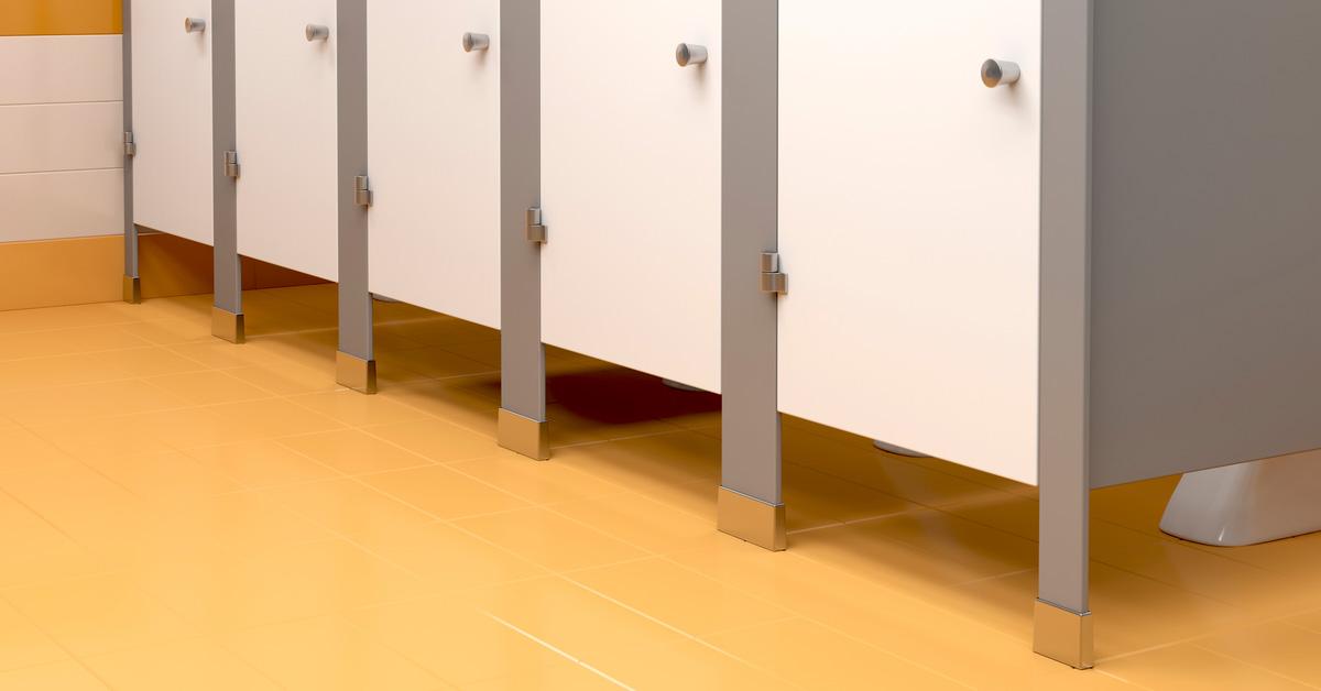 Всегда приятно, когда тебя окружают понимающие люди… даже в туалете