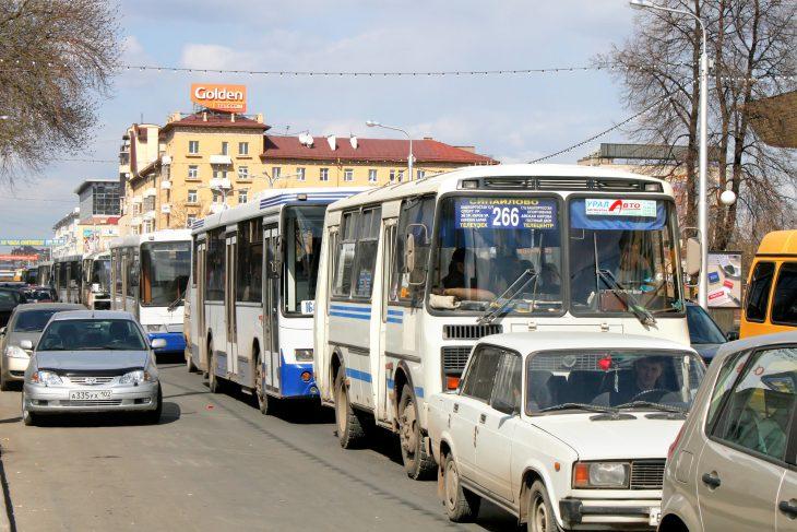 Эту автобусную перебранку можно разбирать нацитаты!