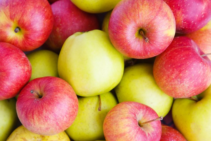 Как кассирша рассыпала мои яблоки, ноизвиняться нестала