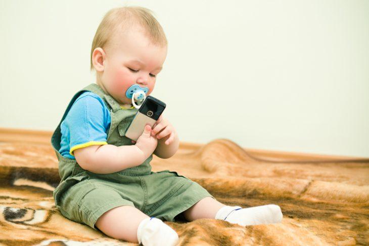Пока возилась накухне, трёхлетний сынишка нашёл мою мобилку…