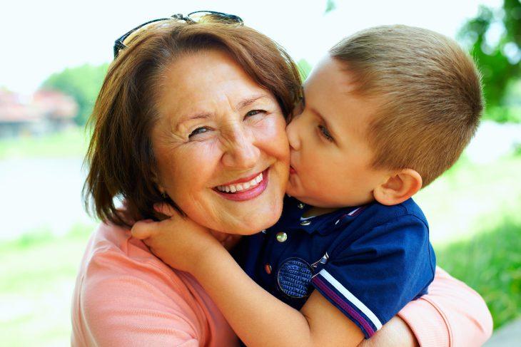 Ехал в автобусе и случайно подслушал разговор бабушки с неугомонным внуком...