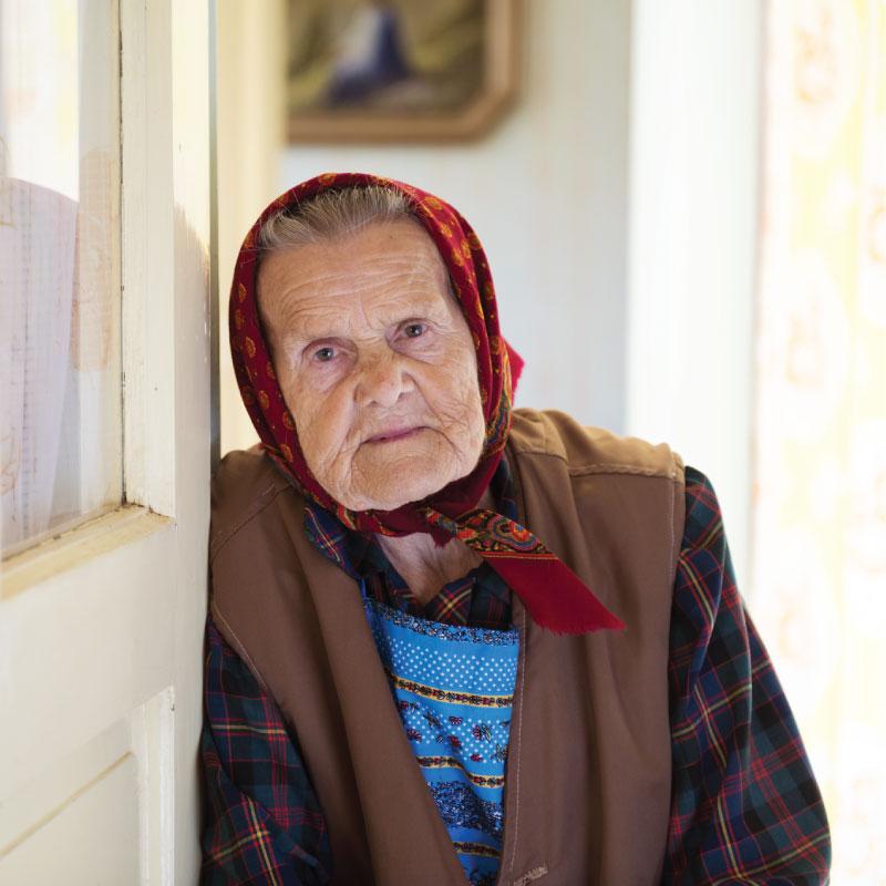 Бабуля после инсульта не встаёт, а я покуриваю по-тихому. Иду как-то в очередной раз на балкон...