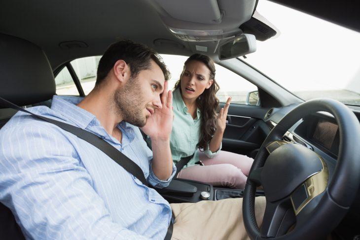 Час пик, пробка, изоткрытого окна автомобиля доносятся заглушающие радио крики…