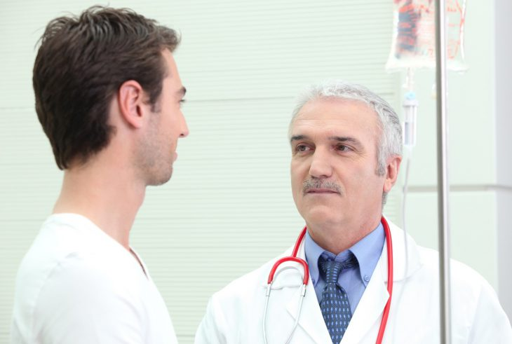 Заходит мой товарищ сдавать анализы, а врач задаёт ему неожиданный вопрос…