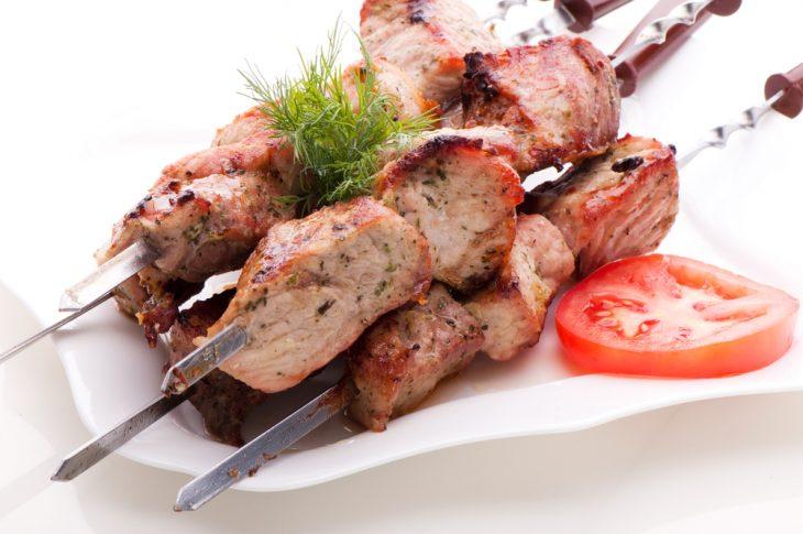 Настоящий мужчина должен уметь жарить мясо