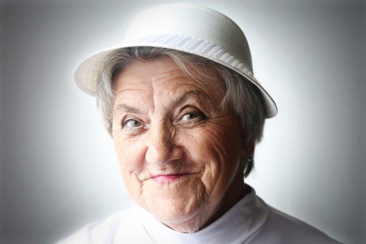 Бабуля аферистка
