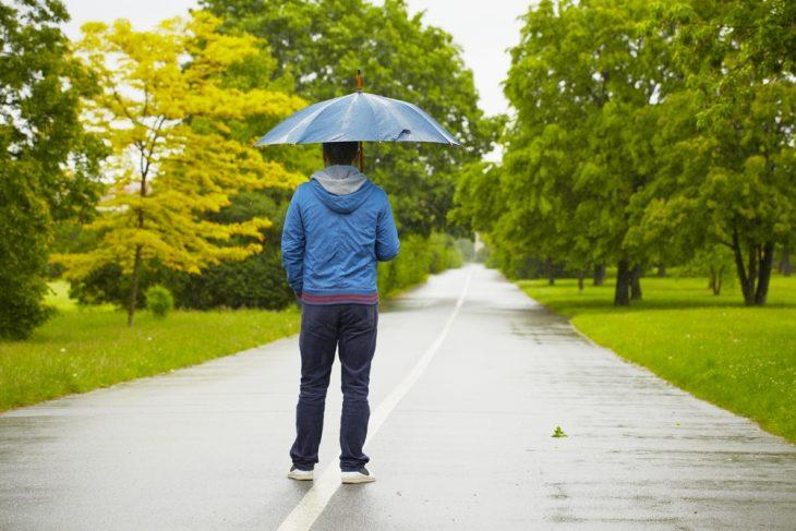 Голубой зонтик