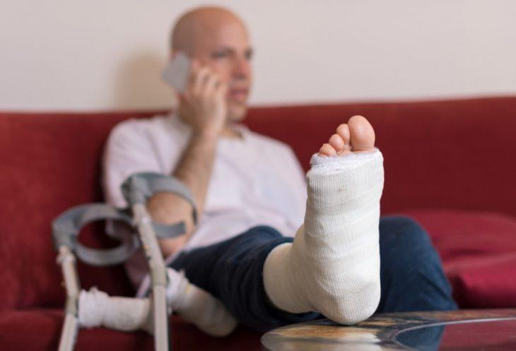 Развод из за сломанной ноги