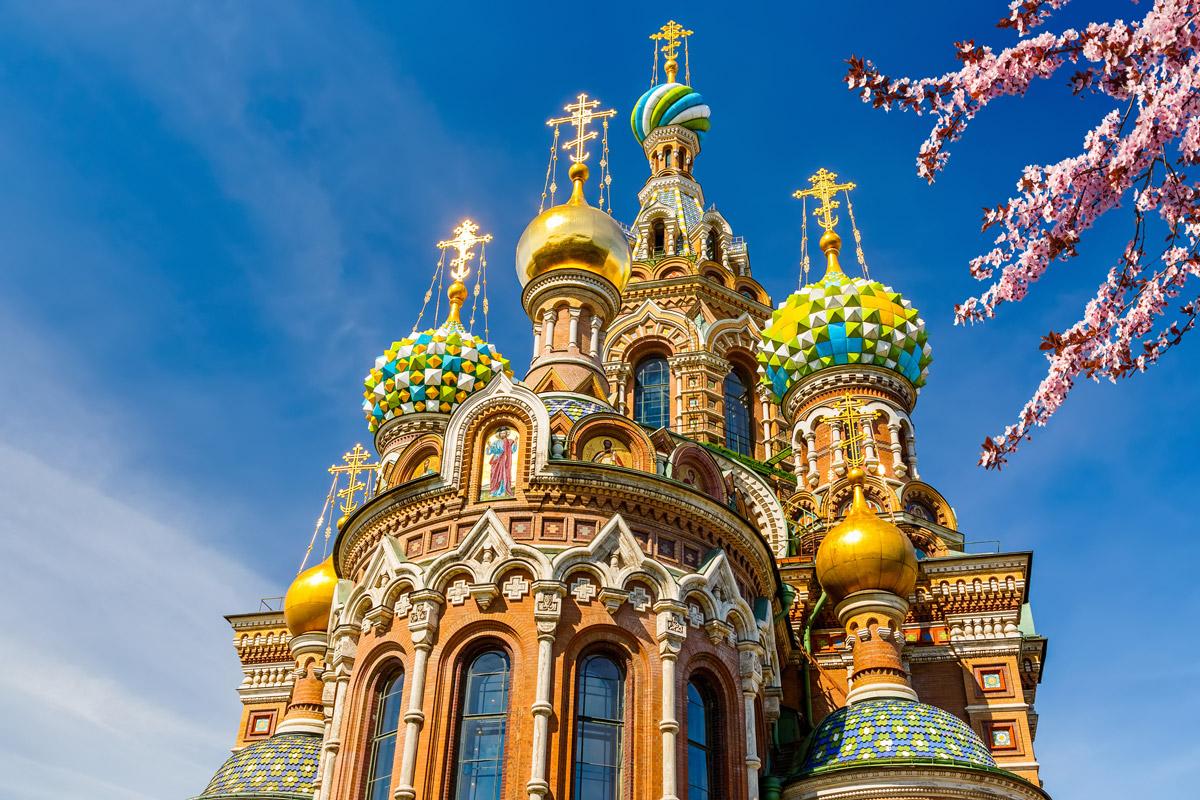 Разноцветные купола храма Спаса-на-крови