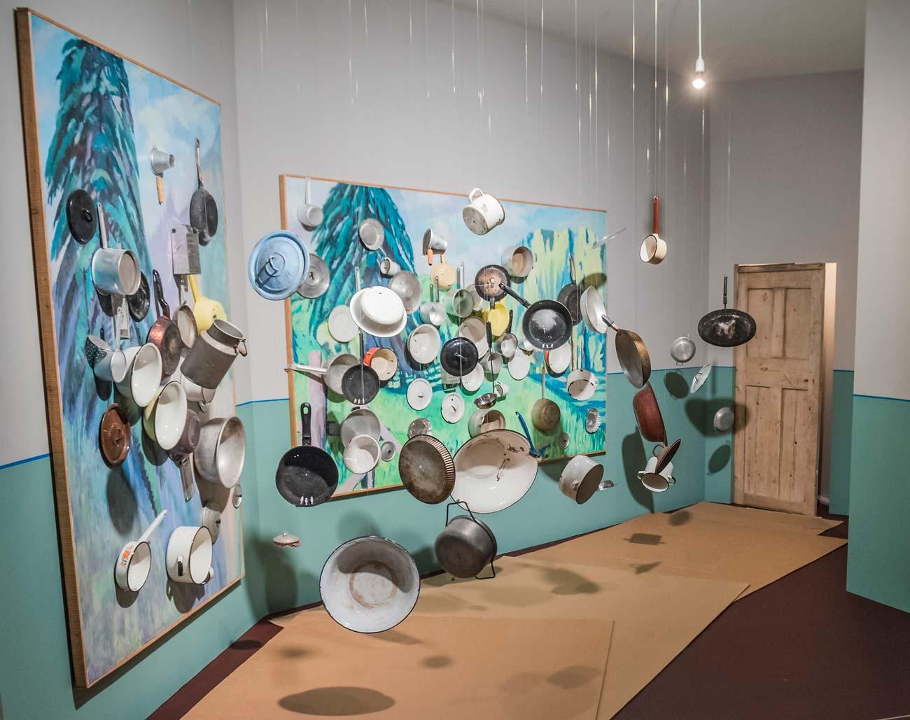 Инсталляция «Инцидент в коридоре возле кухни»
