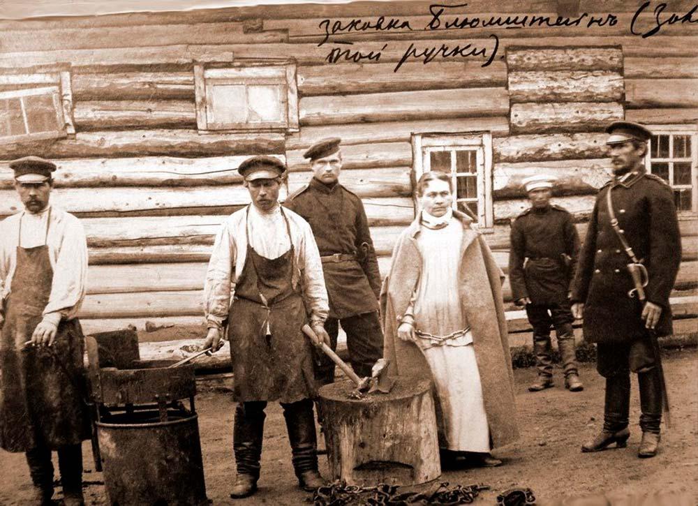 Софья Ивановна Блювштейн закованная в кандалы.
