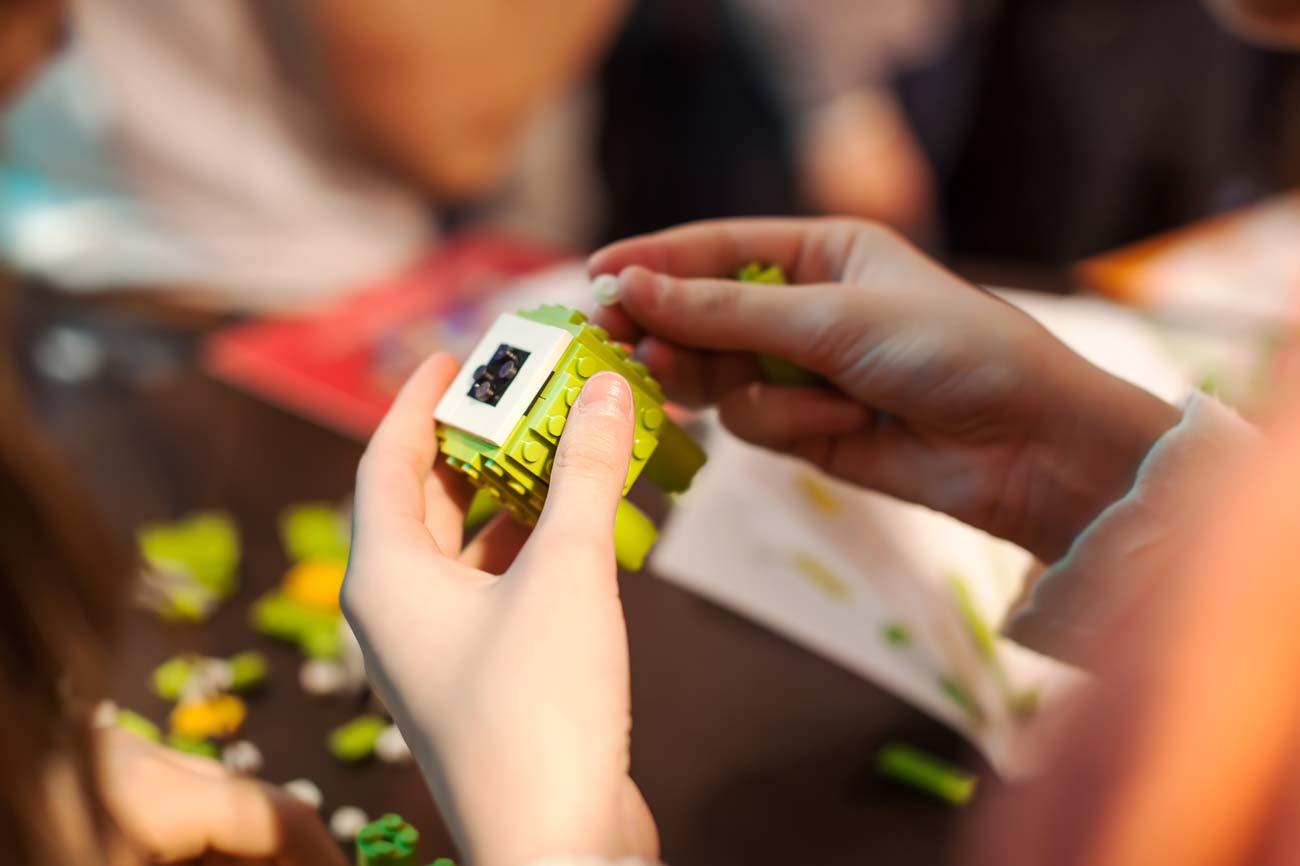 Профессия: Скульптор из кубиков Лего