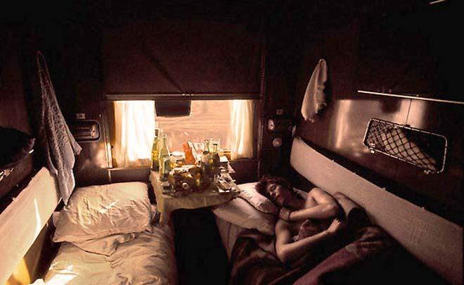 Дэвид Боуи в купе поезда во время путешествия по СССР
