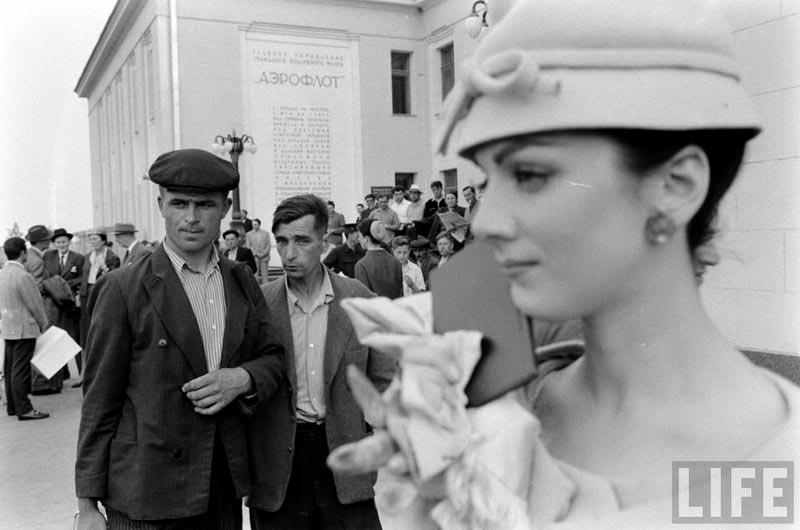 Прогулки моделей по улочкам Москвы. 1959 год