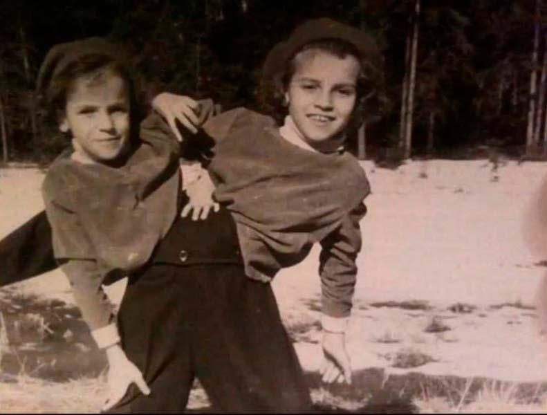 Сёстры Кривошляповы в детстве