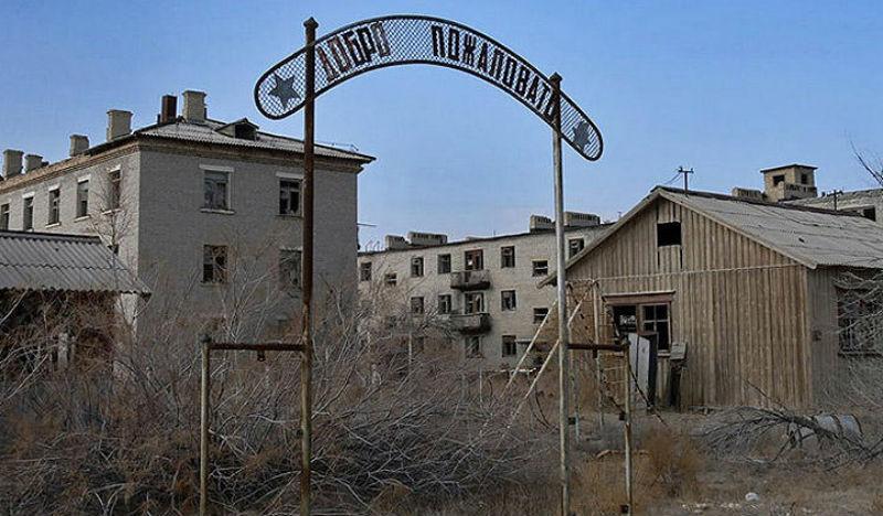 Вход на жилую зону полигона Аральск-7