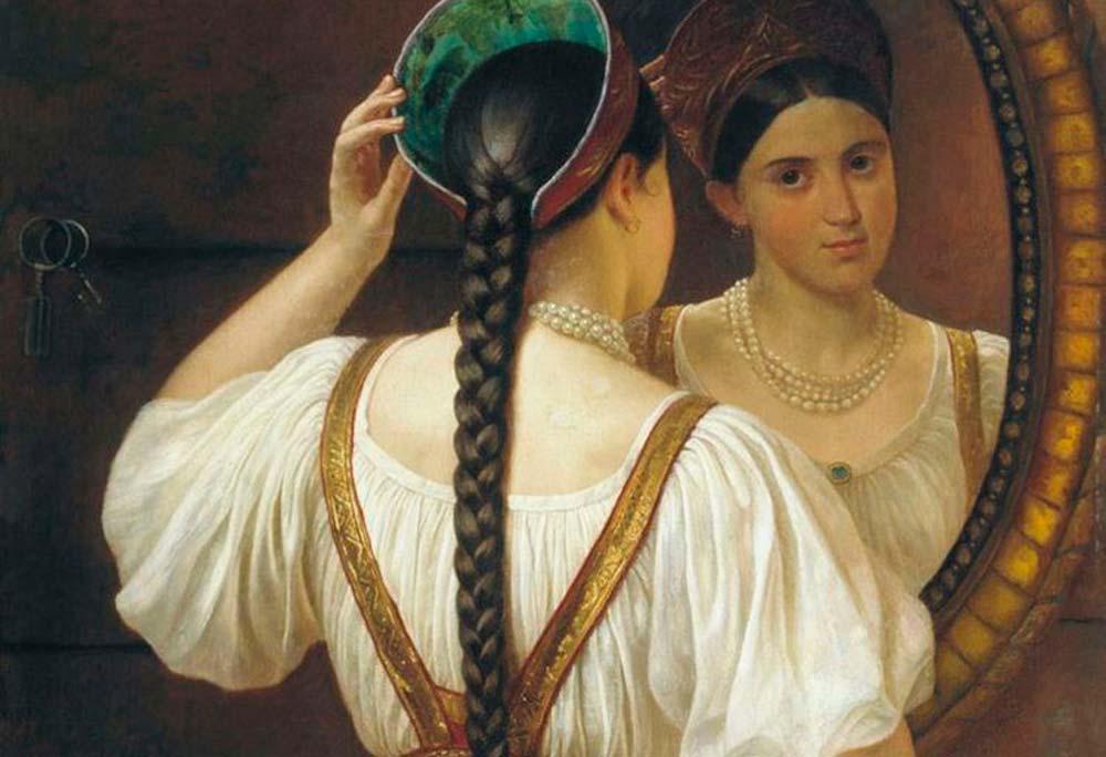 Девушка с косой перед зеркалом