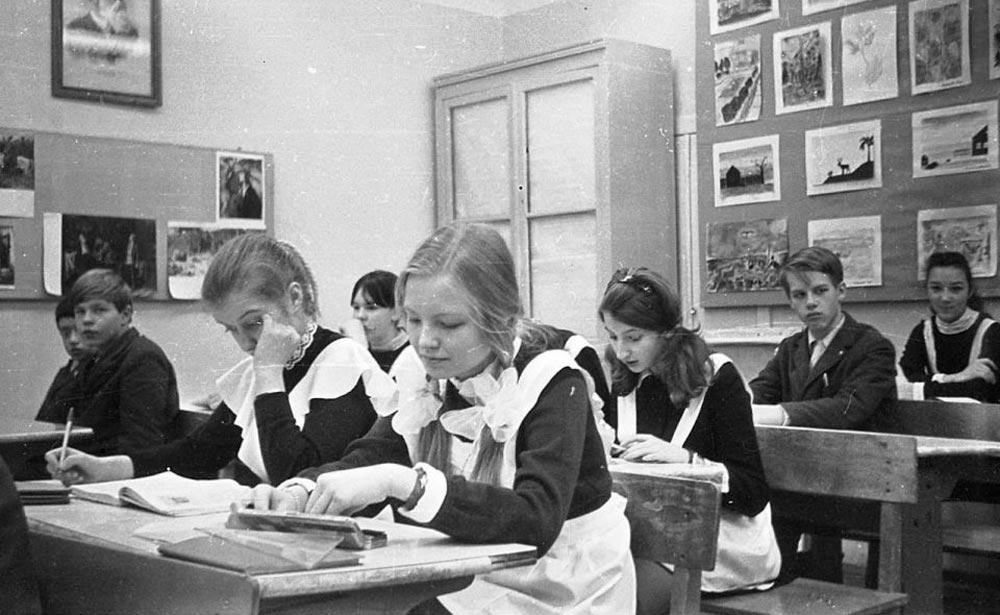 Почему в СССР левшей переучивали писать правой рукой